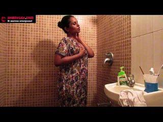indische Amateur Babes Lily Masturbation Sex in der Dusche