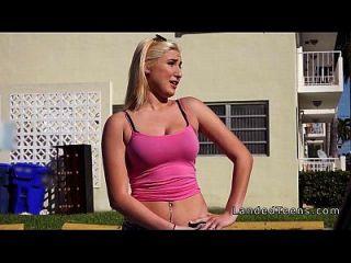 Big Tits Teen hat Rache Sex im Auto in der Öffentlichkeit
