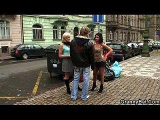 alte Oma Prostituierte abgeholt für Spiel