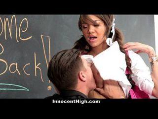 unschuldig-busty Lehrer Assistent wird hämmerte