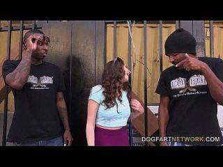 elektra rose wird von zwei schwarzen Jungs gefickt