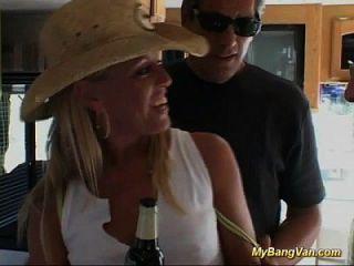 heißes blondes babe für extreme gangbang fuck orgy aufgehoben