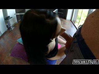 Hot Girl Drips Sperma aus ihrer Creampie gefüllte Pussy