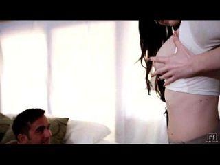 sexy Schulmädchen Kendall Karson saugt und reitet einen großen Schwanz eroticvideoshd.com