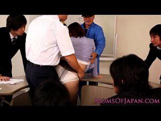 reife japanische haarige Klitoris und Arsch toying