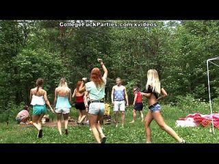 dreckige College-Schlampen drehen eine Outdoor-Party in wilde Fick-Fest-Szene 3
