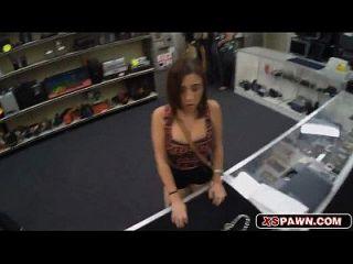 schöne heiße Babe bekommen ihre saftige Pussy gefickt