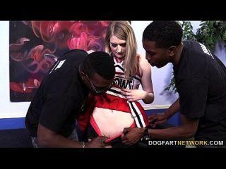 Sommer Carter wird von drei schwarzen Jungs gefickt