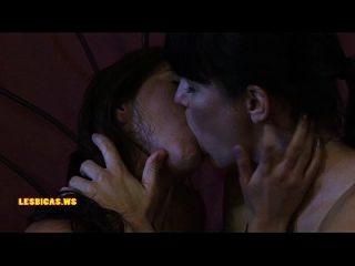 erstaunliche wilde Mädchen küssen sehr heiß