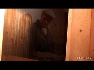 libertine francaise sodomisee au sauna dans un planen ein 3 avec papy voyeur