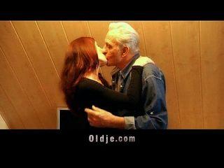 alter Mann erhält junge Pussy sexuelles Dankeschön