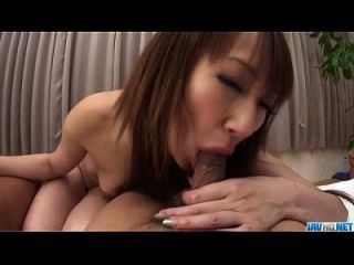 Anna Mizukawa wird von zwei starken Schwänzen genagelt
