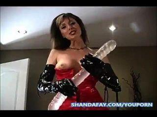 hing in den Arsch mit einem doppelendigen Dildo von Shanda fay