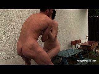 Skinny Amateur Brünette anal pounded n jizzed im Freien in einem schmutzigen französischen Bauernhof