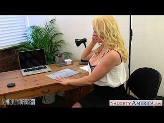 blonde victoria summers reiten hahn im büro