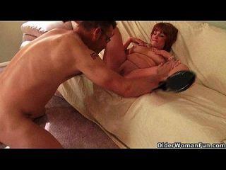 busty mom möchte, dass du zwischen ihren Titten spiele