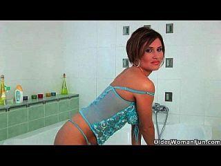 mamma masturbiert im badezimmer