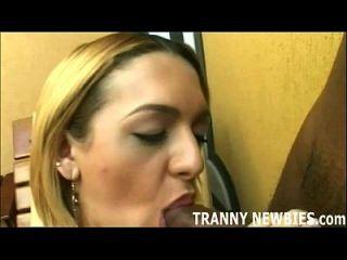 Holen Sie sich Ihre tranny Jungfrau Arsch bereit für einen shemale Schwanz