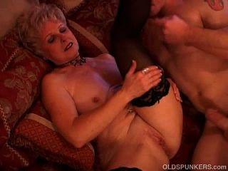 Juwel ist ein saftiger alter Spunker, der den Geschmack von Sperma liebt