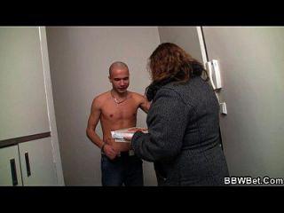 er trifft fettes Mädchen in Sex