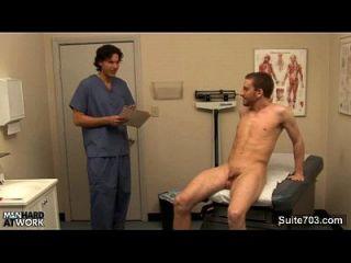 frecher Arzt fickt seinen Patienten