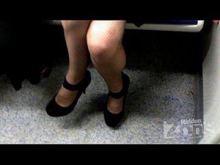 Mädchen ohne Höschen