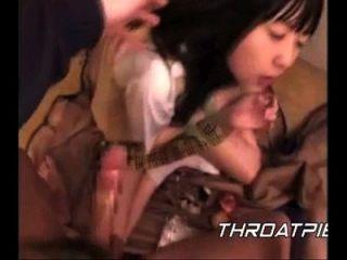 0018 japanische Schulmädchen wird Sperma in ihre Kehle geschoben
