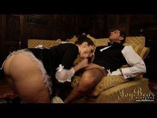 Joybear schlägt das Dienstmädchen