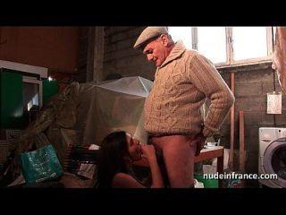 Amateur junge Brünette Arsch gefickt in Dreier mit Papi Voyeur