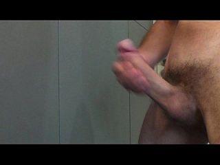 fließendes Sperma von meinem sehr harten und großen Schwanz
