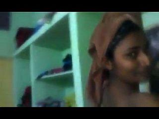 swathi naidu zeigt ihr privates kleid wechselndes zimmer