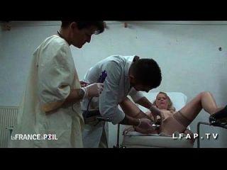ffm cougar sodomisee par l assistent chez le gyneco aux gros seins