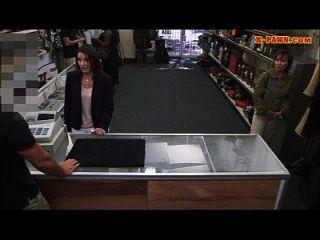 Kunden Frau gefickt mit geilen Pfandmann im Hinterzimmer