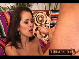 Hot Latina Daisy Marie nimmt großen Schwanz