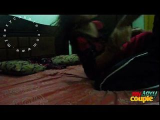 indian paar sonnig und sonia im schlafzimmer hardcore sex