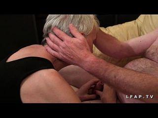 mamy libertine veut du sperme chaud de jeunot pour Sohn Casting Porno