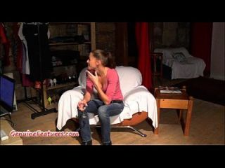 Amateur-Küken zeigt Pussy und Boobies beim Casting