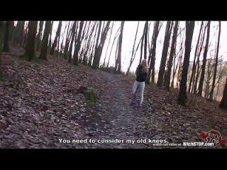 Hündin Stop Joana weiß gefickt in den Park