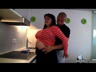 kochendes fettes Mädchen, das gefickt wird