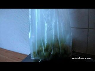 busty französische schwarze Hure aufholte in der Straße hart mit Sperma auf Titten gefickt