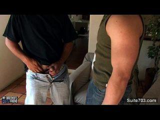 sexy Gays saugen ihre großen Schwänze