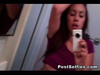 niedlich brunette busty teen nackt in spiegel selfie