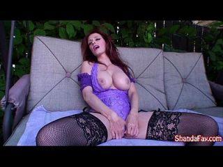 Kinky kanadischen Milf Shanda fay wird in ihrem Hinterhof gefickt!