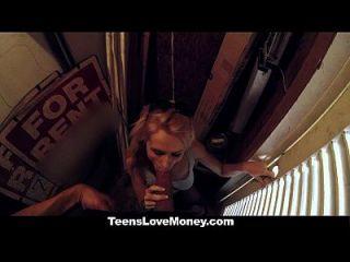 teenslovemoney teen wird in der Öffentlichkeit für Bargeld gefickt