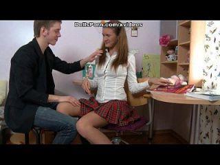 Kinky College Mädchen in ihrem ersten anal Fick Session Video
