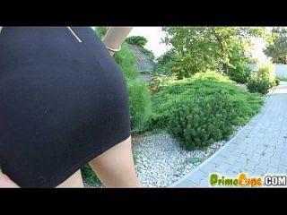 Prime Cups ihre riesigen natürlichen Titties greifen auf ihren Gummi-Dildo