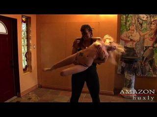 amazon Frau zerstört Pixie