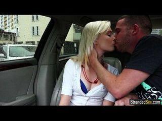 blonde teen maddy Rose Küsse und fickt Fremder für freie Fahrt
