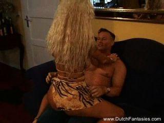 alte holländische blonde Hure hart gefickt