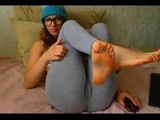 schöne teen Show ihre Sohlen auf Webcam 666camgirls.com